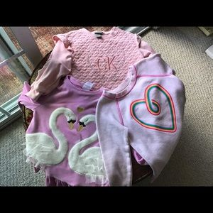 3 girls sweatshirt tops